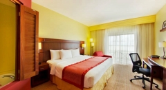 Courtyard Marriott King Whirpool Guest Room