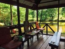 Knini Paati relaxen aan rivier