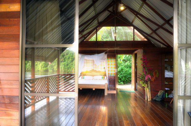 Danpaati River Lodge Luxe cabin bed